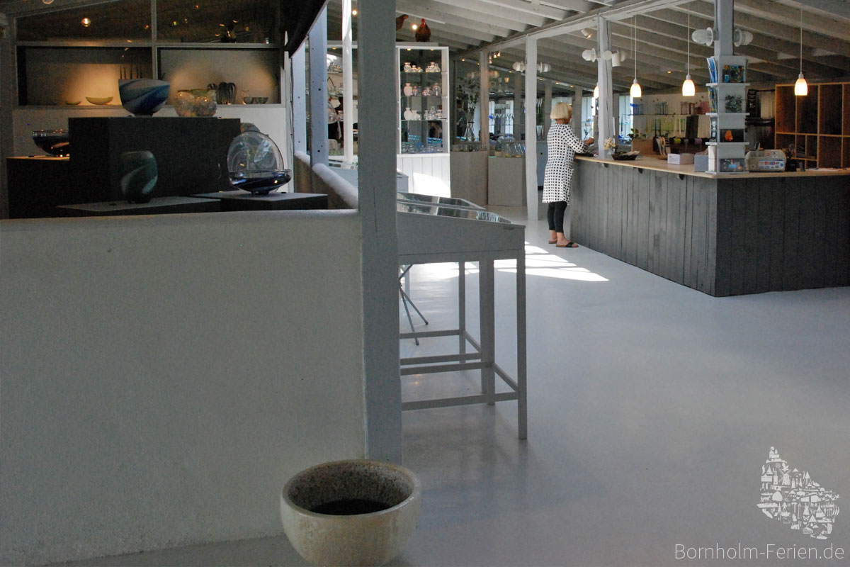 Showroom, Baltic Sea Glass, Glasblaeserei, Insel Bornholm, Daenemark